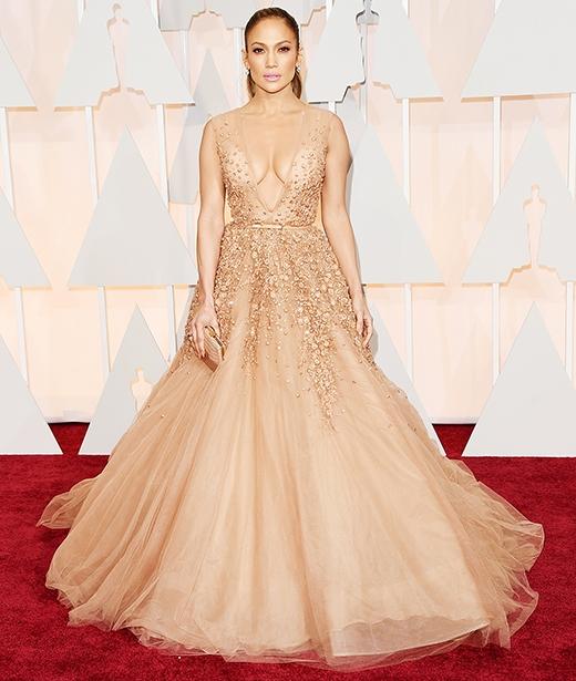 Jennifer Lopez quyến rũ trong váy cổ chữ V tại lễ trao giải Oscar lần thứ 87