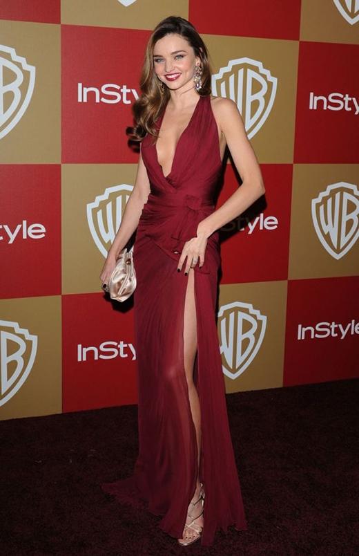 Cô đào Miranda Kerr nóng bỏng trong chiếc váy cổ chữ V vô cùng sexy