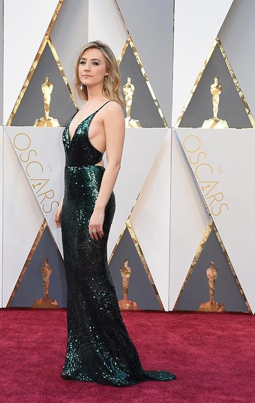 Saoirse Ronan tại lễ trao giải Oscar 2016.