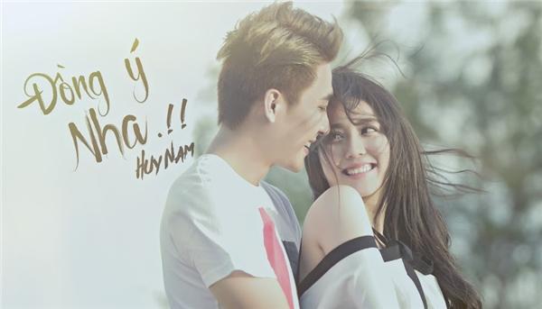 Đâylà ca khúc được chắp bút bới chính Huy Nam trong một ngày ngẫu hứng với những cảm xúc từ chính chuyện tình của mình.