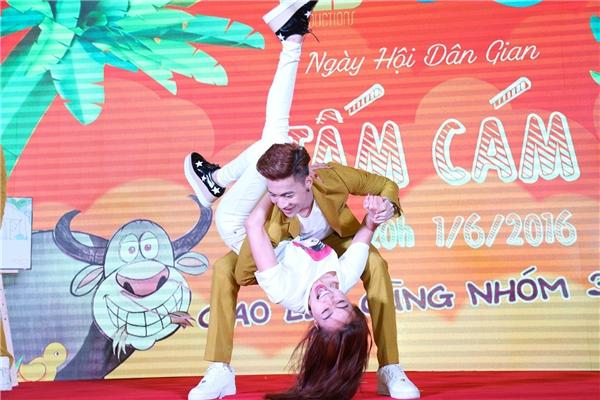 """""""Ông hoàng"""" S.T cùng """"nữ hoàng"""" Ninh Dương Lan Ngọc đã có những bước nhảy dancesport đầy điêu luyện ngay trên sân khấu khi được yêu cầu đấu đối kháng với đội Jun và Hạ Vi - Tin sao Viet - Tin tuc sao Viet - Scandal sao Viet - Tin tuc cua Sao - Tin cua Sao"""
