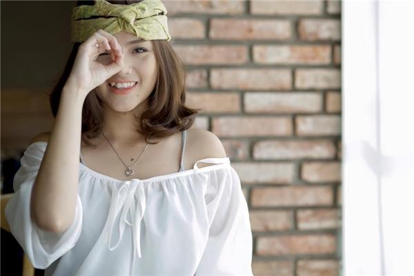 Chính vì quá khứ ấy đã khiến cho Nhật Hạ gặp không ít khó khăn trên con đường sự nghiệp sau này khi khángiả luôn nhớ đến hình ảnh cô phù thuỷ nhỏ Ye Ye. Nữ diễn viên xinh đẹpquyết định tạm ngưng đóng phim và theo đuổi khoa Đạo diễn của trường Sân khấu điện ảnh.