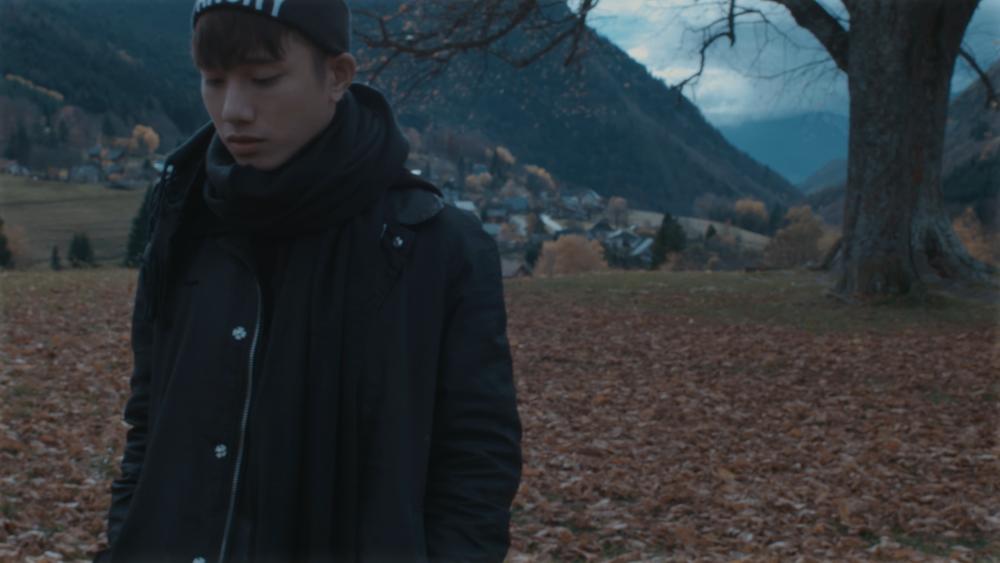 Lígiải về điều này, ekip quản lí cả hai ca sĩ cho biết, sẽ có dự án đặc biệt được ra mắt vào tháng 7 này, khi đó, câu chuyện tình yêu của Juun Đăng Dũng và Suni Hạ Linh trong 2 MV trước sẽ được thể hiện rõ ràng hơn.