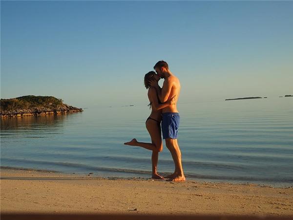 ...và vừa kỷ niệm 1 năm yêu nhau đầy lãng mạn.