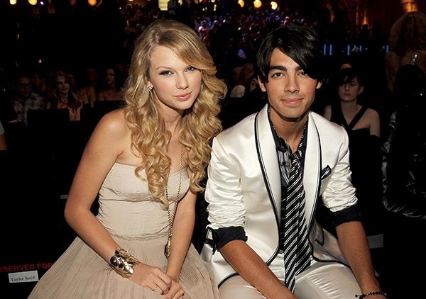 Sau khi đã chia tay, Taylor và Joe mới thừa nhận hẹn hò