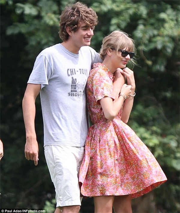 Cuộc tình của Taylor với Conor Kennedy cũng nhanh chóng kết thúc