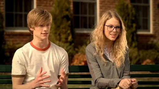 "Lucas và Taylor trong MV ""You belong with me"""