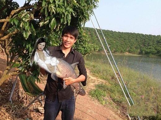 Sau nhiều lần nỗ lực, anh chàng cũng bắt được tiên cá Maria Ozawa.