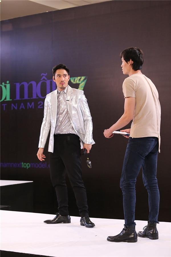 Bước vào phòng thi phỏng vấn trước, Minh Phong gần như không nói được câu nào để thuyết phục ban giám khảo bởi áp lực tâm lí cùng nỗi sợ hãi về giao tiếp.