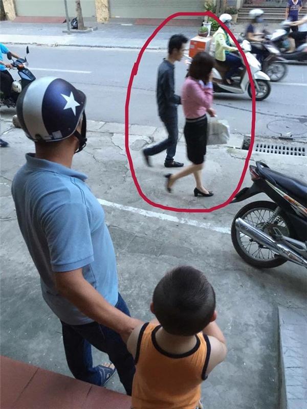 Hai vợ chồng sau khi được ông bố này can ngăn thì đã đưa nhau về nhà. (Ảnh: Internet)
