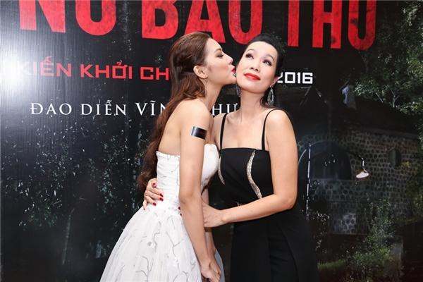 Á hậu Việt Nam 1992 tỏ ra khá thân thiết với đàn em Mai Hàn. - Tin sao Viet - Tin tuc sao Viet - Scandal sao Viet - Tin tuc cua Sao - Tin cua Sao