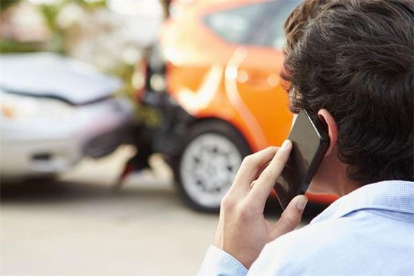 Cách tốt nhất là phong tỏa hiện trường, nhanh chóng gọi điện cho cơ quan chức năng. (Ảnh: Internet)