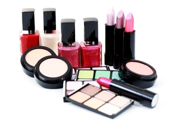 Các bạn nữ hãy cân nhắc và luôn sáng suốt khi lựa chọn sản phẩm làm đẹp để tránh rước họa vào thân.(Ảnh Internet)