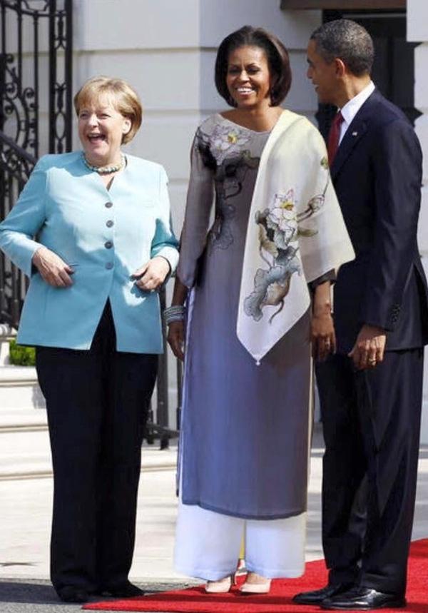 Bức ảnh Đệ nhất phu nhân Michelle Obama rạng rỡ trong tà áo dài Việt gây xôn xao cộng đồng mạng.(Ảnh: Internet)