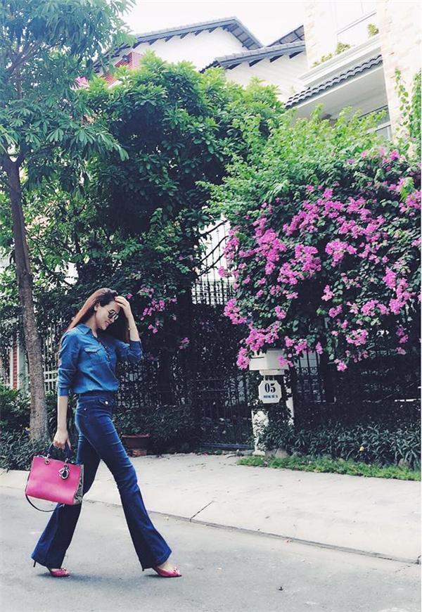 Phong cách thời trang của Trang Nhung khá đa dạng và linh hoạt, không hề bị rập khuôn với một hình ảnh nhất định. - Tin sao Viet - Tin tuc sao Viet - Scandal sao Viet - Tin tuc cua Sao - Tin cua Sao