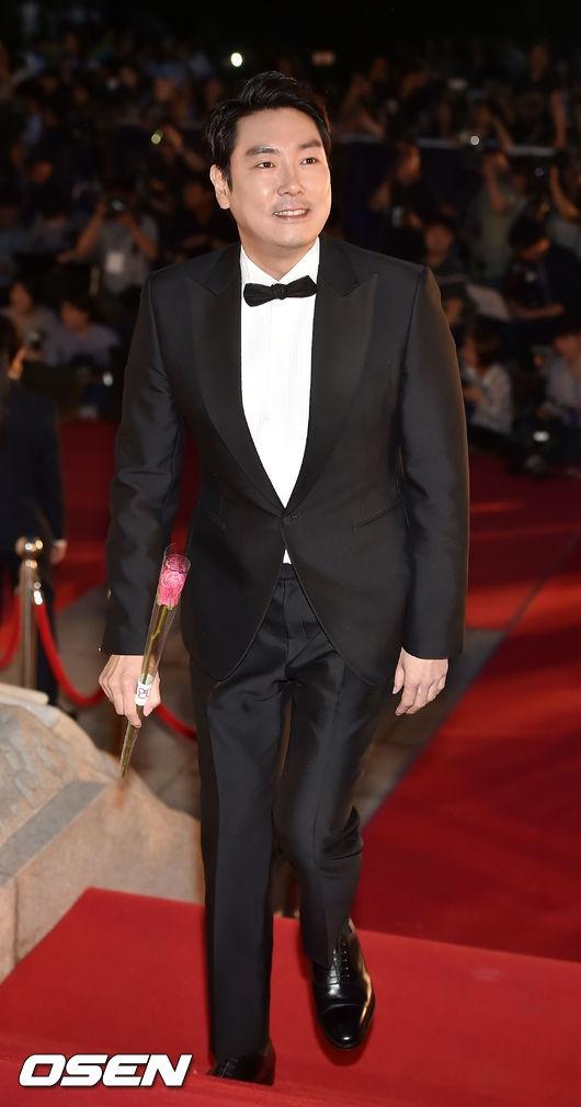 """Nam diễn viên Jo Jin Woong, """"soái ca"""" chiếm trọn trái tim khán giả nữ nhờ vai diễn trong phim truyền hình Signal, cũng là gương mặt nổi bật trong danh sách đề cử Nam diễn viên xuất sắc."""