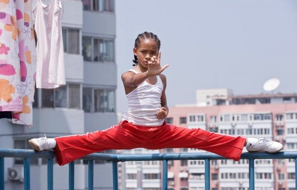 Tiểu Dre (Dre Parker), nhân vật chính của bộ phim, là một cậu bé 12 tuổi người Mỹ cùng mẹ chuyển đến Bắc Kinh sinh sống. Tại đây cậu bị đám bạn giỏi võ cùng trường bắt nạt và quyết tâm học võ.