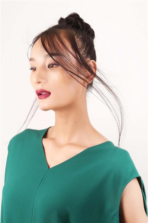 Mái tóc của các người mẫu sẽ do những chuyên gia đến từ Canada đảm nhận. Ngay khi vừa xuống sân bay, họ đã có mặt tại cửa hàng của Đỗ Mạnh Cường để bàn bạc và bắt tay ngay vào công việc. Tóc sẽ tạo cảm giác mềm mỏng và có độ bóng tự nhiên khi kết hợp với ánh sáng sân khấu.