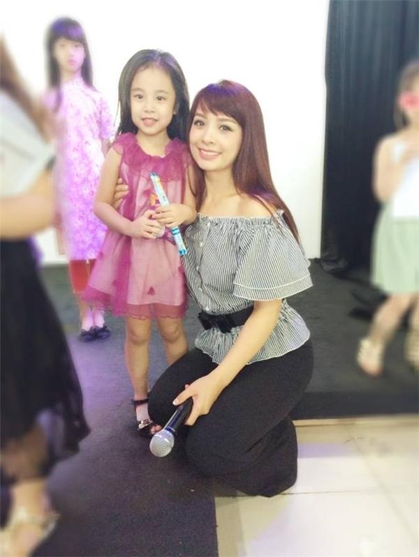 Cô bé còn đang theo học lớp người mẫu nhí tại trung tâm đào tạo của người mẫuThúy Hằng - Thúy Hạnh.(Ảnh: NVCC)