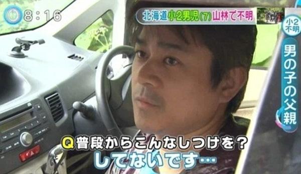 Người cha phải thú nhận bỏ lại con mình trên đường để phạt cậu bé vì đã ném đá vào mọi người và xe ôtô.