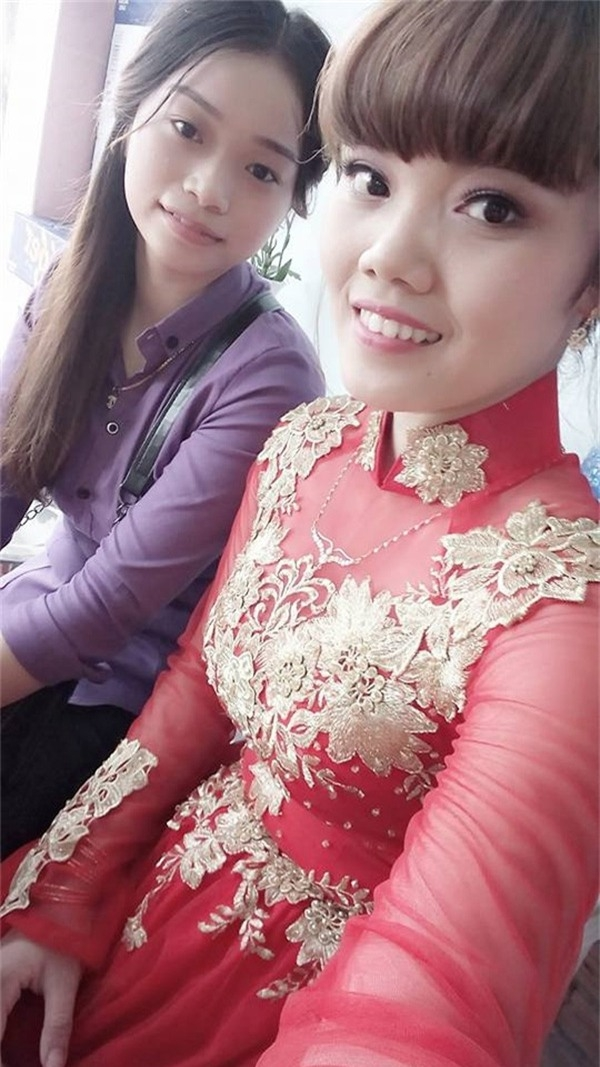 Nụ cười hạnh phúc của cô dâu đơn thân trong ngày cưới vắng chú rể.