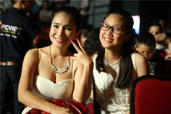 Nữ diễn viên Cát Tường cũng đưa con gáiđến xem chương trình - Tin sao Viet - Tin tuc sao Viet - Scandal sao Viet - Tin tuc cua Sao - Tin cua Sao