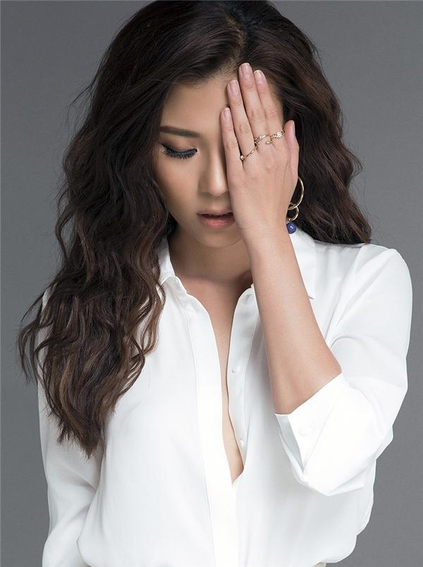 Chia sẻ về bộ ảnh mới nhất, Thúy Diễm tiết lộ đây cũng là hình ảnh cho vai diễn trong bộ phim mới mà cô vừa bấm máy.