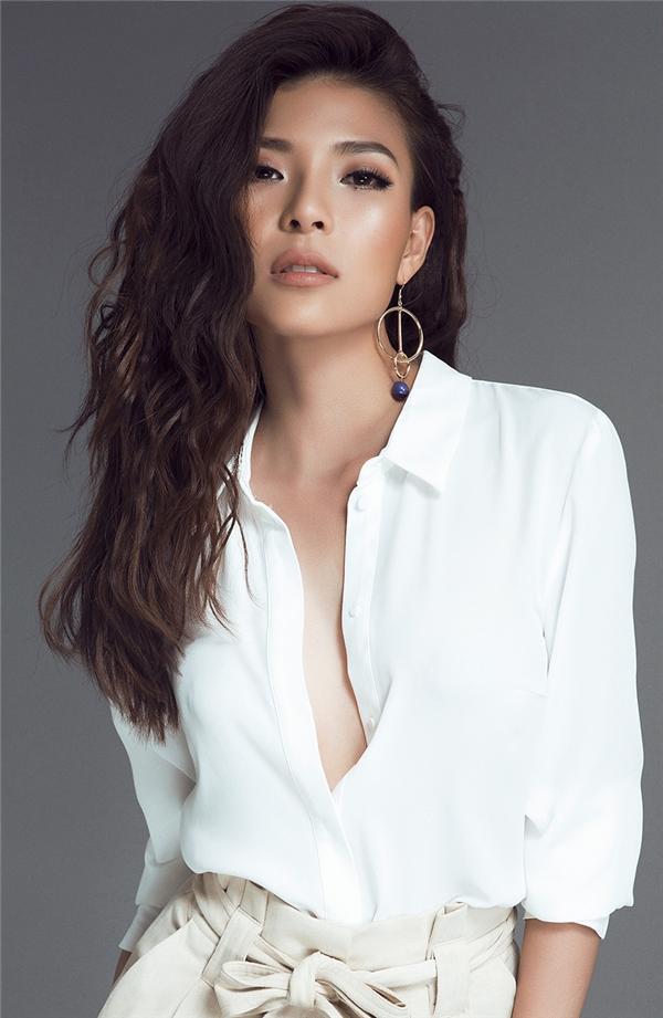 Đảm nhận vai chính trong Mùi đời của đạo diễn Dũng Nghệ, bà xã Lương Thế Thành rất tâm huyết bởi nhân vật Diễm trong bộ phim.