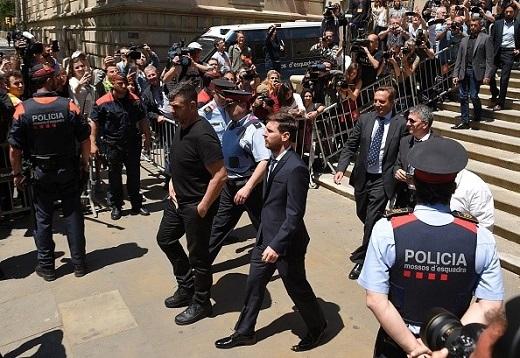 Cơ quan thuế Tây Ban Nha cáo buộc Lionel Messi trốn thuế 4,1 triệu euro từ năm 2007 đến 2009.