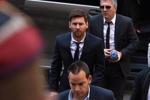 """Ngôi sao Barca và cha của mình Jorge Horacio Messi lập công ty ở Belize và Uruguay - những nơi được xem là """"thiên đường thuế"""" trên thế giới."""
