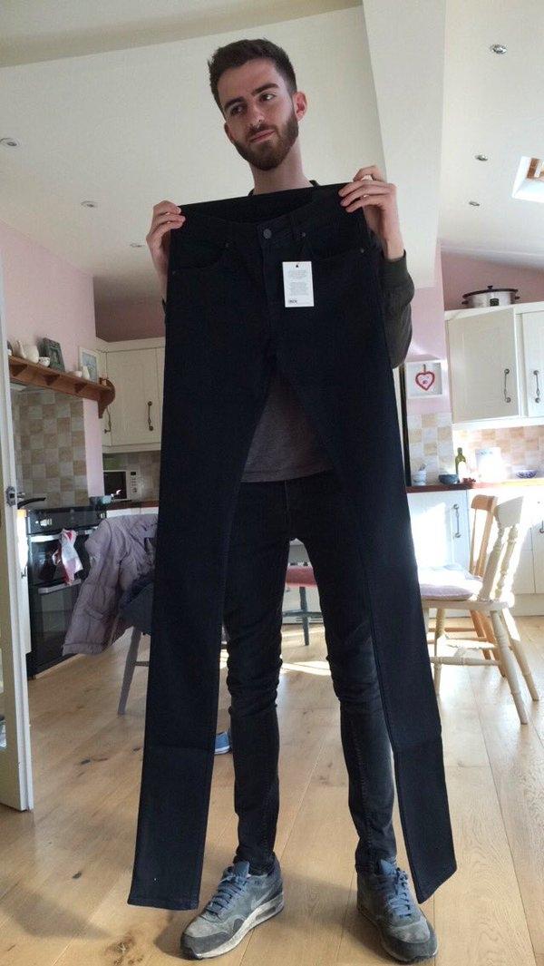 """Chiếc quần jeans dài quái dị khiến người mua """"phát điên"""""""