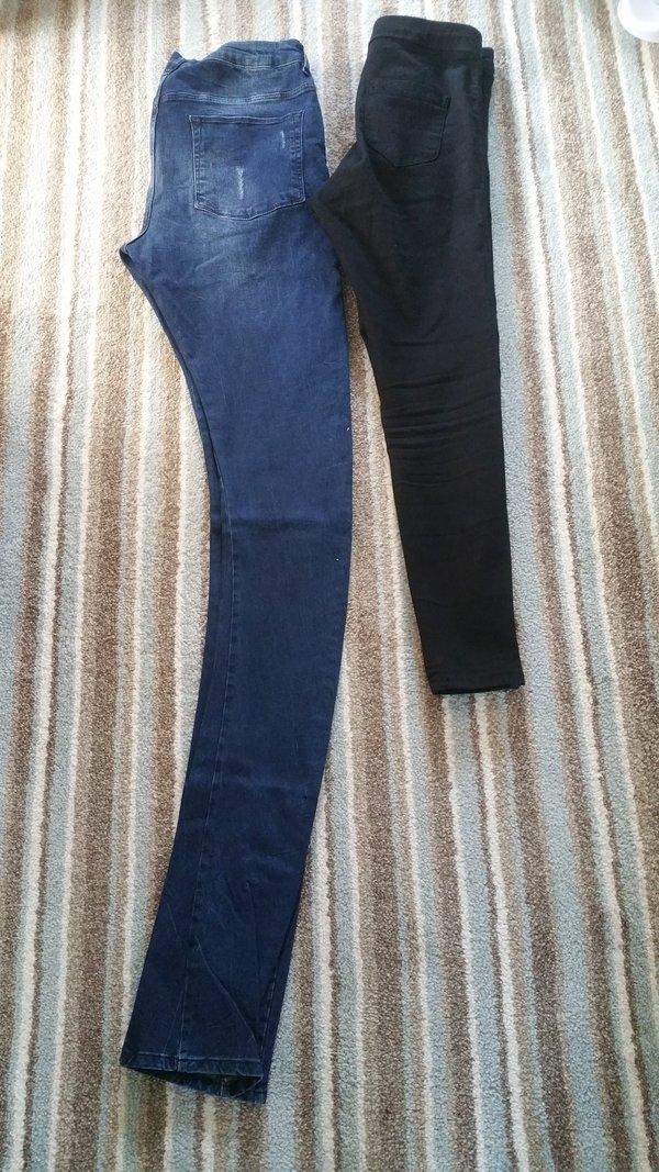 Nhiều bức ảnh đăng tải khiến người xem không thể nhịn cười với chiếc quần jeans quái dị. Thậm chí có người chiếc quần đã dài đến phần cổ của họ.