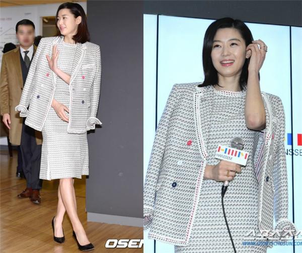 Jeon Ji Hyun là một biểu tượng về nhan sắc, tài năng và nhân cách của làng giải trí Hàn Quốc. Tuy nhiên, sau sự cố đi trễ vào cuối năm 2015 vừa qua, hình ảnh của cô dần xấu đi trong mắt truyền thông bởi Jeon Ji Hyun cố tình phớt lờ và không nói lời xin lỗi. Ngay cả người hâm mộ cũng lên tiếng khẳng định lỗi của Jeon Ji Hyun.
