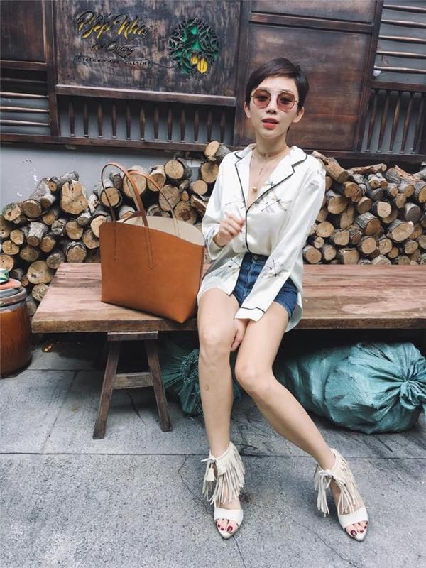 Tóc Tiên lăng xê áo pijama - mốt trang phục đang thịnh hành trong mùa Xuân - Hè 2016 này.