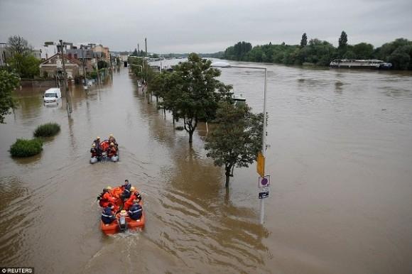 Trận lụt này cũng khiến một người thiệt mạng, đó là một cụ bà 86 tuổi, được phát hiện chết tại nhà riêng tại Seine-et-Marne.