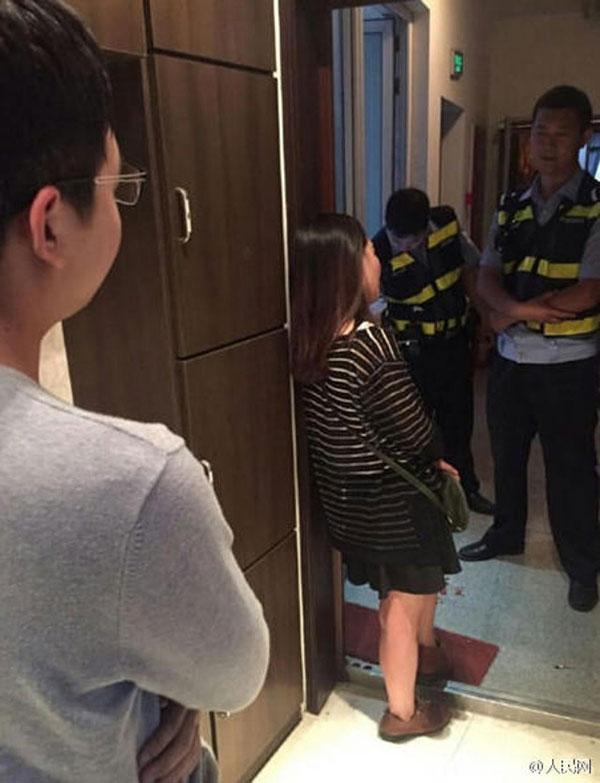 Chàng trai đã báo cảnh sát và nhờ họ khuyên can cô.