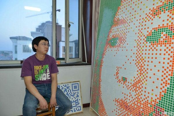 Để tỏ tình, anhđãthiết kế thi công bức chân dung bạn gái bằng các khối rubik.