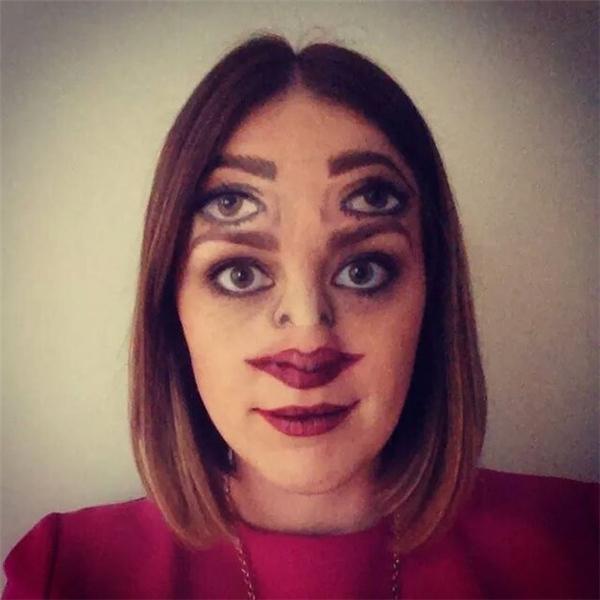 4. Màn makeup doạ ma khiến người xem ám ảnh.