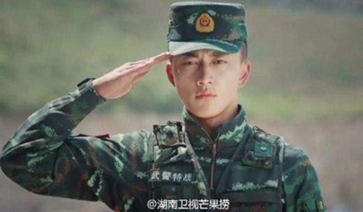 Dương Vân Hâm được ưu ái khen rằng đẹp trai hơn cả Song Joong Ki.
