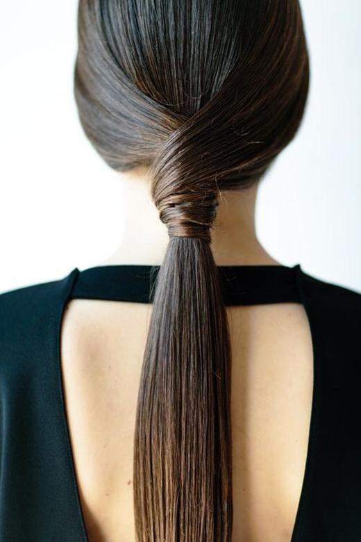 Kiểu tóc tuy đơn giản nhưng đem lại sự thanh lịch tuyệt đối. (Ảnh: Internet)