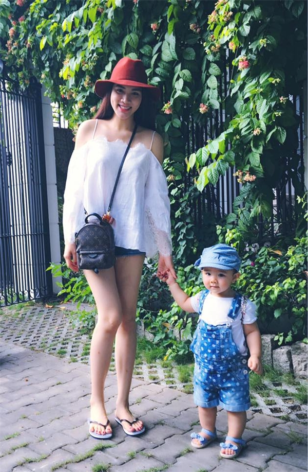 Trang Nhung đưa con gái Vani đi du lịch đầu hè. Cuộc sống hôn nhân viên mãn của người đẹp khiến nhiều người vô cùng ao ước và ngưỡng mộ. - Tin sao Viet - Tin tuc sao Viet - Scandal sao Viet - Tin tuc cua Sao - Tin cua Sao