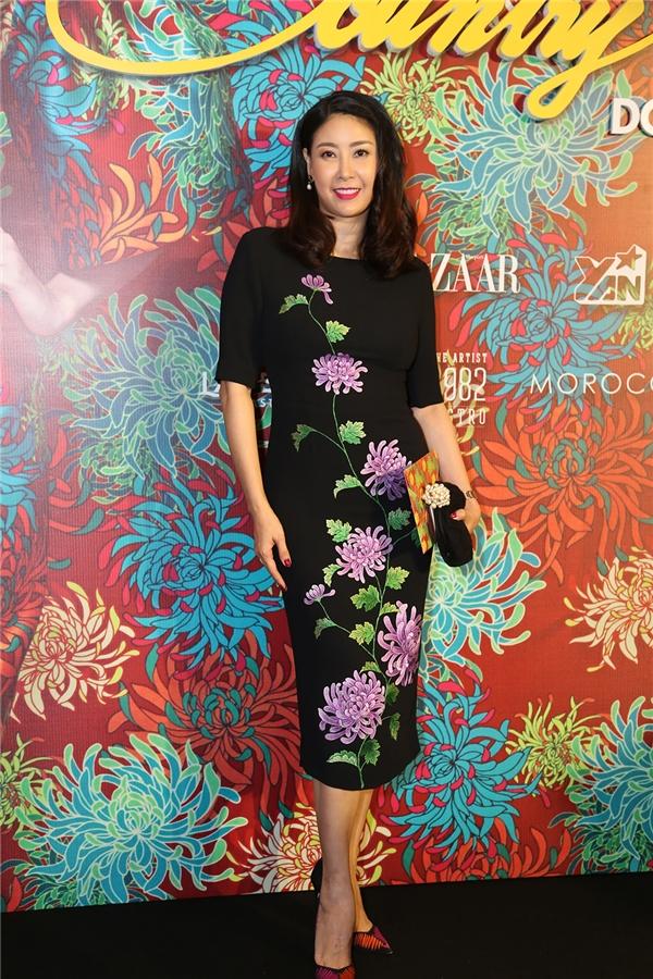 Hoa hậu Việt Nam 1992 Hà Kiều Anh giữ vai trò MC cho show diễn.