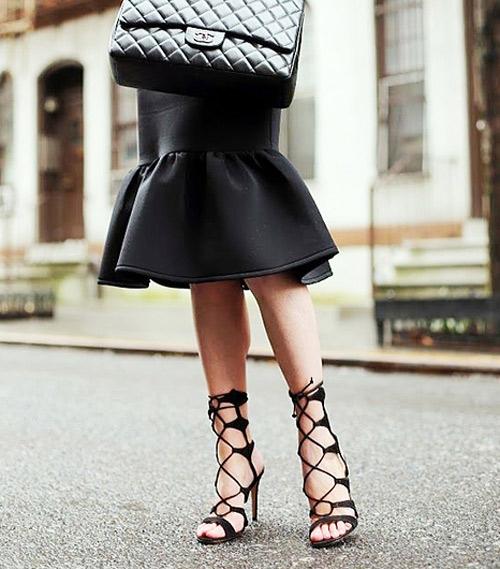 Vô cùng sang trọng với những đôi sandal dây cao gót. (Ảnh: Internet)