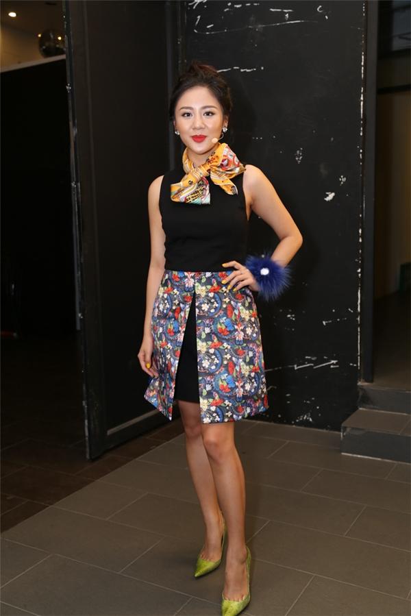 Văn Mai Hương trẻ trung với váy ngắn - Tin sao Viet - Tin tuc sao Viet - Scandal sao Viet - Tin tuc cua Sao - Tin cua Sao
