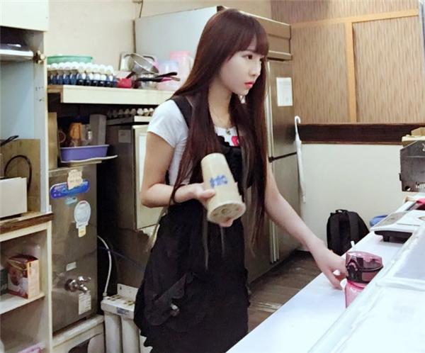 Dân mạng truy tìm hot girl bán trà sữa