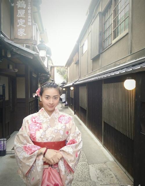 Ngô Thanh Vân lại ghi điểm với vẻ mộc mạc, giản dị với trang phục kimono. - Tin sao Viet - Tin tuc sao Viet - Scandal sao Viet - Tin tuc cua Sao - Tin cua Sao