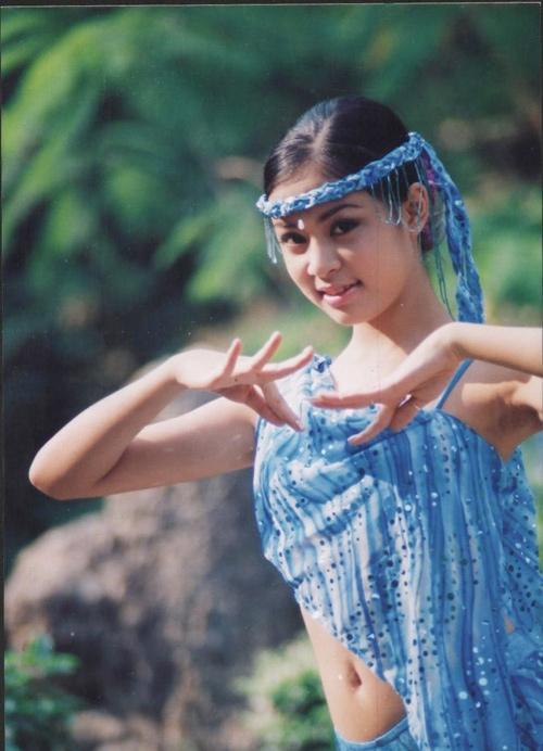 Từ nhỏ, Hoàng Thuỳ Linh đã bộc lộ khả năngđam mê ca hát. Cô tích cực tham gia các hoạt động văn nghệ, âm nhạc ở trường lớp. - Tin sao Viet - Tin tuc sao Viet - Scandal sao Viet - Tin tuc cua Sao - Tin cua Sao