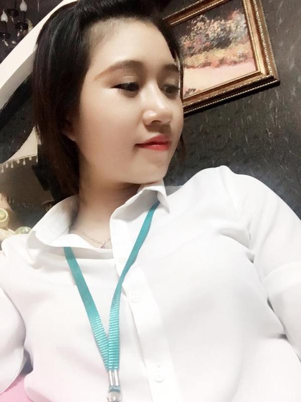 Cô nhân viên ngân hàng xinh đẹp có vẻ ngoài thu hút chẳng kém các hot girl.