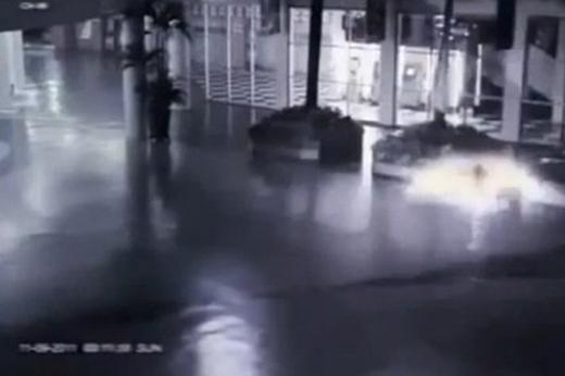Hình ảnh thiên thần hạ cánh chụp từ video.