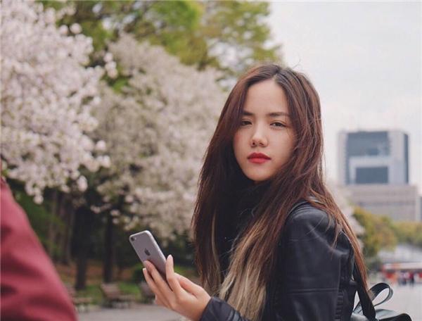 Các cô gái châu Á thường thích kiểu chụp hình dễ thương, xinh đẹp có phần đáng yêu.(Ảnh: Internet)